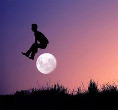 Jugando con la Luna por Adrian Limani
