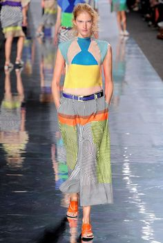 See the complete Issey Miyake Spring 2013 Ready-to-Wear collection.
