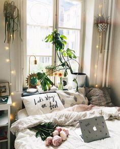 ✨ Monday Mood ✨⚡️ #stayinbed #bedroom