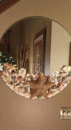 Shell Mirror - Diy and crafts interests Seashell Art, Seashell Crafts, Beach Crafts, Home Crafts, Seashell Decorations, Craft Ideas For The Home, Seashell Wreath, Crafts To Sell, Diy And Crafts