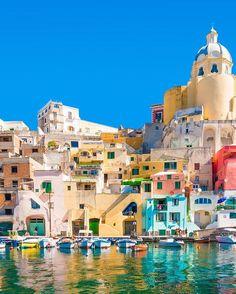 #Fontvieille Une des plus belles villes d'Italie, non loin de Naples à découvrir lors de votre escale croisière. L'avez-vous reconnue ? Photo de Francesco Riccardo Iacomino by seagnature from #Montecarlo #Monaco