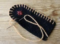 Bilderesultat for klackmatta Textiles, Penny Rugs, Wool Applique, Embroidery Stitches, Zip Around Wallet, Hair Accessories, Beautiful, Inspiration, Image