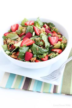 Crunchy Romaine Strawberry Salad - fresh strawberries, crunchy noodles, and a delicious homemade dressing make a great healthy meal option!