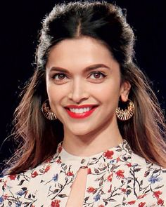 30 Ideas Baby Fashion Clothes Pictures For 2019 Neck Designs For Suits, Neckline Designs, Dress Neck Designs, Designs For Dresses, Blouse Designs, Churidar Neck Designs, Kurta Neck Design, Kurta Designs Women, Deepika Padukone Style