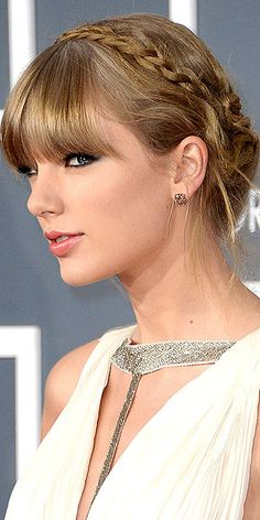 Loving all angles of this Taylor Swift Grammys do