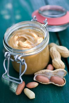 Peanut butter, a spread with jam like in the USA - Peanut butter It is an essential recipe of American cuisine, it is to do and to taste. Healthy Breakfast Muffins, Breakfast Food List, Breakfast Recipes, Dessert Recipes, Drink Recipes, Homemade Peanut Butter, Peanut Butter Recipes, Overnight Oats, Butter Chocolate Chip Cookies