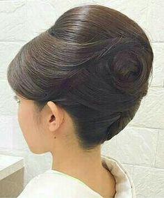 Behive Hairstyles, Bun Hairstyles, Pretty Hairstyles, Wedding Hairstyles, Korean Hairstyles, Hairdo Wedding, Wedding Hair And Makeup, Formal Hairstyles For Long Hair, 1960s Hair