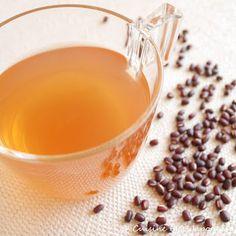 Thé à l'Azuki J'ai découvert ce thé dans un salon de thé japonais à Paris grâce à une amie qui m'avait fait goûter sa commande. J'ai été agréablement surprise par son goût doux et parsa saveur raffinée. On sent légèrement l'odeur et la texture fluide de l'haricot azuki. L'azuki est connu pour son effet diurétique etil est efficace contre les jambes lourdes....