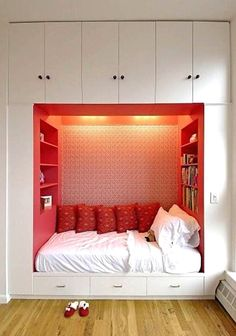 Cool 32 Brilliant Bed Ideas For Small Rooms. More at http://homenimalist.com/2018/03/21/32-brilliant-bed-ideas-for-small-rooms/