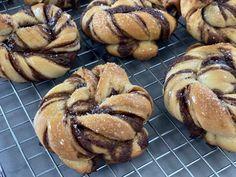 Sourdough Cinnamon Knots — The Vegan Potter Vegan Baking Recipes, Vegan Food, Sourdough Recipes, Savoury Baking, Bread Bun, Burger Buns, Brunches, Breakfast