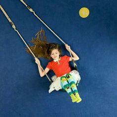 Upsidedown im Studio - Today Pin Funny Photography, Conceptual Photography, Photography Backdrops, Creative Photography, Children Photography, Amazing Photography, Photography Tips, Cirque Photo, Animation Photo