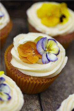 Edible flower cupcakes from Say It with Cake by Edd Kimber