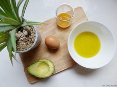Do It Yourself : Masque maison pour cheveux secs !  Recette d'un masque  maison 100% naturel qui permet de prendre soin de sa chevelure. Pour des cheveux plus doux, beaucoup plus brillants et surtout hydratés et nourris.   Pour réaliser ce masque nourrissant pour cheveux secs vous aurez besoin : - 2 cuillérées à soupe d'huile d'olive - La moitié d'un avocat - Un jaune d'œuf - Huile de ricin
