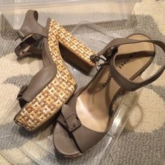 Chinese Laundry grey platforms I love these shoes but they make me a giant so maybe they can go to a home where they are worn more, I've only worn once in great condition⭐️⭐️make me a reasonable offer, all offers are considered⭐️⭐️ Chinese Laundry Shoes Heels