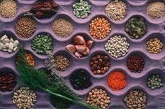 Ob Linsensuppe oder Erbseneintopf: Einst als Arme-Leute-Essen verschrien, gelten Hülsenfrüchte heute wieder als cool. Ein regelmäßiger Verzehr kann sogar vor Diabetes und Krebs schützen.