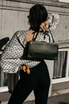 The Fashion Cuisine fashion visual editorial Celine clasp bag peach close up details • Fashion and Lifestyle Blog   Germany