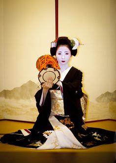 Mamehana's sakkou stage portrait  She's playing the tsudumi - traditional Japanese drum