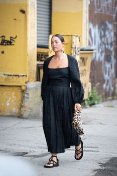 New York Fashion Week Spring Summer 2019 Street Style Daily Street Style, New York Fashion Week Street Style, Street Style Blog, Spring Street Style, Moda Wallpaper, Pregnant Outfit, Printemps Street Style, Berghain, Fashion Wallpaper
