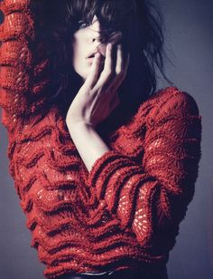 Title: Queen of noise Magazine: Vogue Paris December/January 2011 Model: Raquel Zimmermann Photographer: David Sims Stylist: Emmanuelle Alt Knitwear Fashion, Knit Fashion, Womens Knitwear, Mode Crochet, Knit Crochet, Vogue Paris, Raquel Zimmermann, David Sims, Knitting Wool