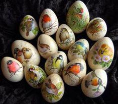 22. heimische Vögel Diy Christmas Crafts To Sell, Christmas Diy, Decoupage, Diy Ostern, Faberge Eggs, Egg Art, Easter Holidays, Rock Crafts, Egg Decorating