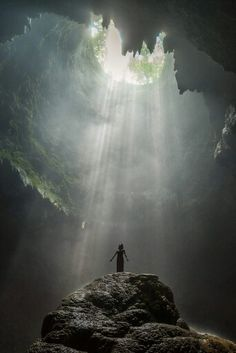 To the light Jomblang Cave,Yogyakarta, Indonesia Beautiful World, Beautiful Places, Beautiful Pictures, Art Graphique, Fantasy Landscape, Places To Go, Nature Photography, Scenery, Around The Worlds