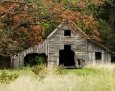 well used country farm barn. I'd love to hear the stories this barn has! Ronald's passion for barns and the simple things taught me a lot about myself. Farm Barn, Old Farm, Abandoned Houses, Old Houses, Farm Houses, Abandoned Places, Abandoned Castles, Abandoned Mansions, Barn Photography