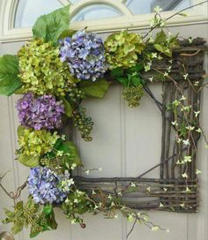 This square wreath is a refreshing handmade spring wreath. It's kind French country decor and is definitely and elegant home decoration Wreath Crafts, Diy Wreath, Wreath Ideas, Grapevine Wreath, Tulle Wreath, Square Wreath, Deco Champetre, Diy Spring Wreath, Deco Nature