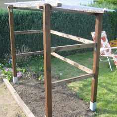 Tomatenhaus selber bauen First set up the basic structure for the tomato house (left). The roof beam Roof Beam, Vegetable Garden Design, Vegetable Gardening, Garden Images, Diy Garden Projects, Garden Ideas, Growing Tomatoes, Plantation, Landscaping Plants
