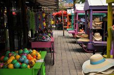 Shopping in downtown Key West // Key West, Florida Keys @flkeyskeywest // hats, clothes, souvenirs