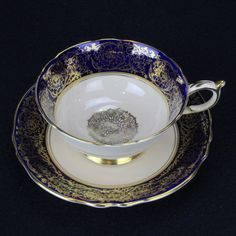 ENGLISH BONE CHINA Paragon Blue - Gold Teacup and Saucer