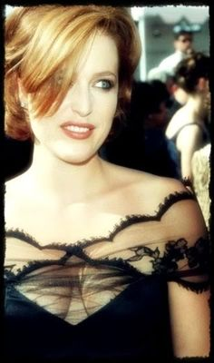 she always looked so wonderfully snooty at 90s and early 2000s awards shows
