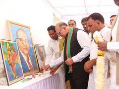 """राजस्थान प्रदेश भाजपा मुख्यालय में प्रदेश अनुसूचित जाति जनजाति मोर्चा के तत्वाधान में डॉ. भीमराव अंबेडकर """"बाबासाहेब"""" की पुण्यतिथि के अवसर पर प्रदेश अध्यक्ष श्री अशोक परनामी ने बाबासाहेब के चित्र पर दीप प्रज्वलन एवं माल्यार्पण कर कार्यक्रम के विधिवत शुरुआत की।"""