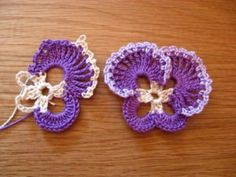 Pretty crocheted pansies - I've never seen this before...need to try!