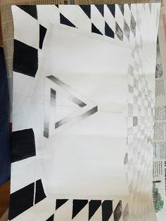 Dit is de vijfde keer dat ik verder werk aan mijn tekening thuis. Ik ben weer verder gegaan met de tegels. Ik ben al bijna klaar met de tegels. Ik moet alleen de tegels aan de linker kant nog kleur te geven. Ik ben niet helemaal tevreden over mijn tekening want sommige tegels zijn een stuk donkerder dan andere tegels maar dat komt omdat ik heel precies moet zijn met het maken van zo'n grijze kleur en af en toe gaat dat wel eens mis. Maar voor de rest is alles goed gegaan.
