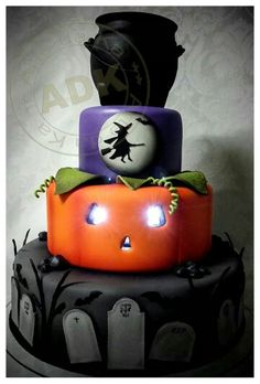 halloween birthday cakes for adults Cute Halloween Cakes, Bolo Halloween, Halloween Birthday Cakes, Dessert Halloween, Fall Birthday Parties, Adult Birthday Cakes, Halloween Treats, Holiday Cakes, Holiday Fun