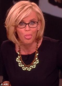 Jenny McCarthy on The View - love her new cut.