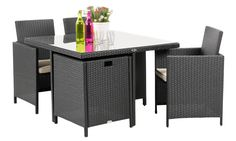 The table conceals the chairs fully. The cushions therefore stay dry even during heavy rain.