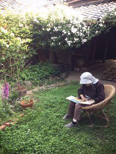 古民家での手仕事の暮らし。古い家のリフォームや手作りのバラの庭、レトロでジャンクなインテリア… 粗食なごはんや手仕事の日々のお話など。 Moomin Valley, Courtyard Design, My Ideal Home, Farm Stay, Slow Food, Green Flowers, Big Dogs, Garden Furniture, Scenery