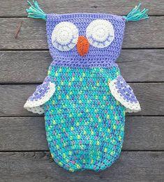 Ravelry: Cute Owl Bag Holder pattern by Buttonnose Crochet Free Crochet Bag, Crochet Shell Stitch, Crochet Gifts, Crochet Bags, Diy Crochet, Crochet Ideas, Diy Bags Holder, Plastic Bag Holders, Owls