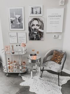 # à la décoration intérieure tapis area # - Lilly is Love Home Bar Decor, Bar Cart Decor, Bar Cart Styling, 1950s Home Decor, Diy Bar Cart, Home Salon, Home Beauty Salon, Beauty Salon Interior, Beauty Studio