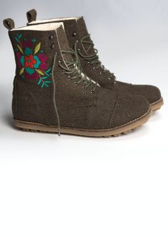 Embroidered boots in felted wool – Accessories – GUDRUN SJÖDÉN – Webshop, mail order and boutiques | Colourful clothes and home textiles in natural materials.