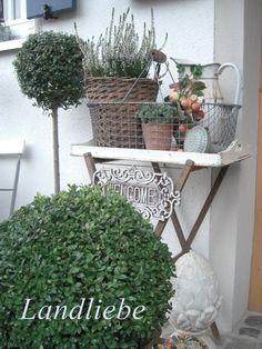 another gorgeous vignette via   landliebe-cottage-garden.blogspot.com