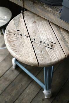 taburete en #madera. #wood #stool