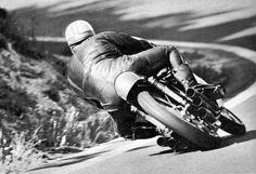 PHOTOS de COURSES 1950 / 1960 – Le Blog de François Fernandez Motorbike Racers, Racing Motorcycles, Cafe Racers, Kawasaki Motorcycles, Vintage Bikes, Vintage Motorcycles, Manx, Bobbers, Bugatti