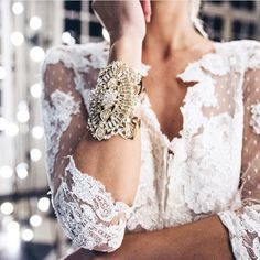 http://www.samanthawills.com/bridal/wristwear/precious-dreamers-cuff-gold.html