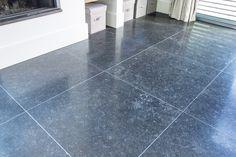 """Belgische Hardsteen """"Donker Gezoet"""", 80x80x1,5 cm #woonkamer #living #natuursteen #naturalstone #vloer #floor #flooring #tiles #tegels"""