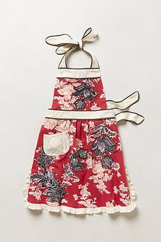 Discover unique kitchen linens including dish cloths, tea towels, aprons and more at Anthropologie. Flirty Aprons, Cute Aprons, Sewing Hacks, Sewing Projects, Sewing Tips, Sewing Ideas, Sewing Patterns, Retro Apron, Ideas