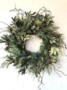 Christmas Door Wreaths, Easter Wreaths, Holiday Wreaths, Wreaths For Front Door, Prim Christmas, Front Porch, Greenery Wreath, Grapevine Wreath, Ribbon Wreaths