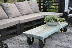 backyard table on casters Outdoor Rooms, Outdoor Gardens, Outdoor Living, Outdoor Decor, Pallet Furniture, Garden Furniture, Outdoor Furniture, Outside Living, Pallet Ideas
