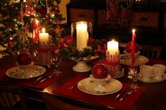 Sweet Something Designs: Haul Out The Holly Tablescape